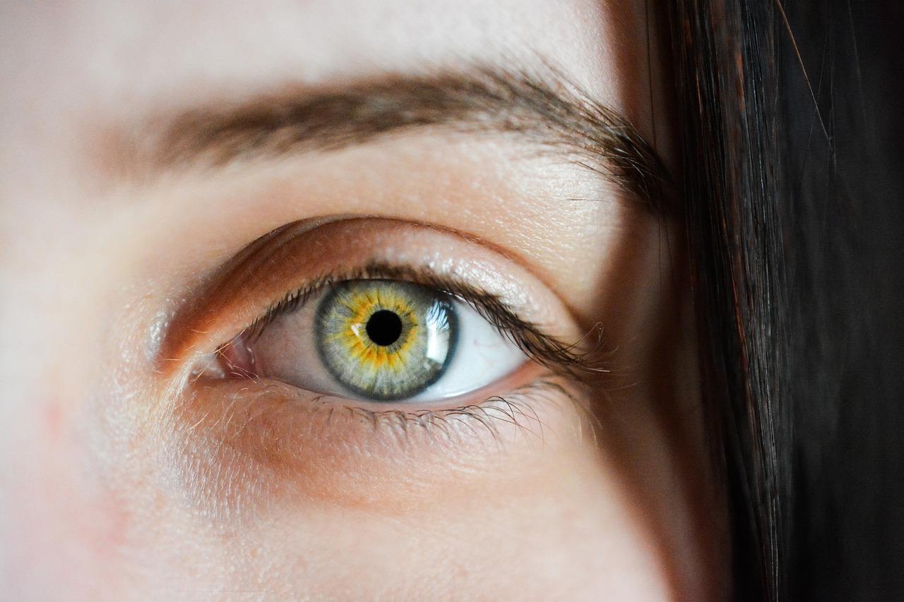 6 choses à savoir au sujet du tatouage des sourcils